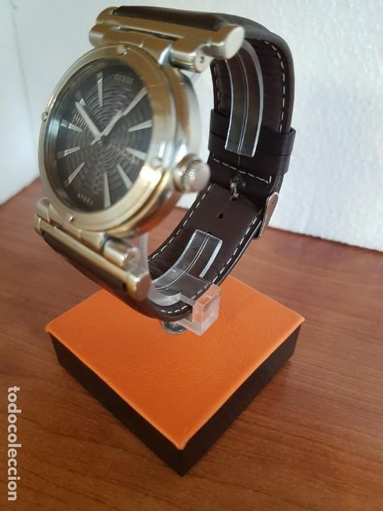 Relojes - Guess: Reloj caballero Guess de acero maquina de cuarzo, corona de rosca, correa de cuero marrón nueva - Foto 4 - 190860391