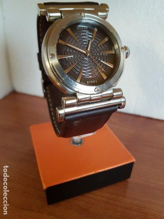 Relojes - Guess: Reloj caballero Guess de acero maquina de cuarzo, corona de rosca, correa de cuero marrón nueva - Foto 5 - 190860391