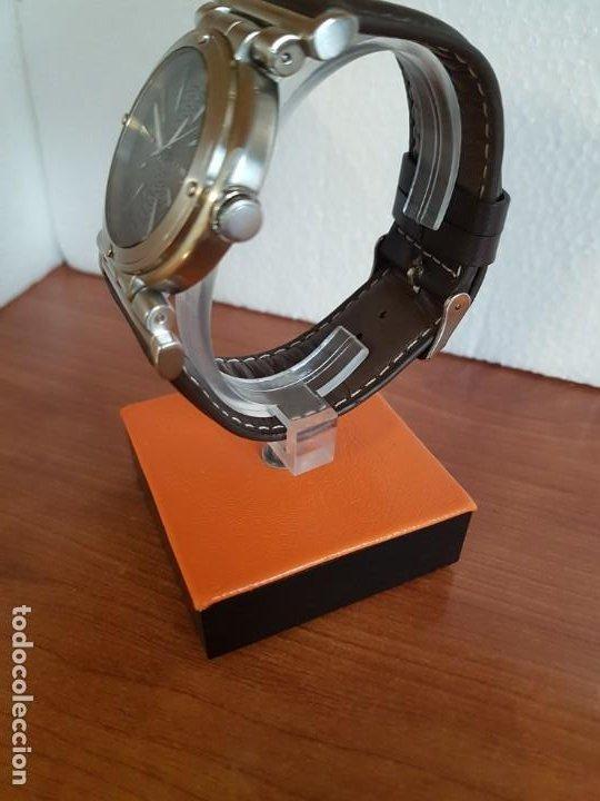 Relojes - Guess: Reloj caballero Guess de acero maquina de cuarzo, corona de rosca, correa de cuero marrón nueva - Foto 6 - 190860391