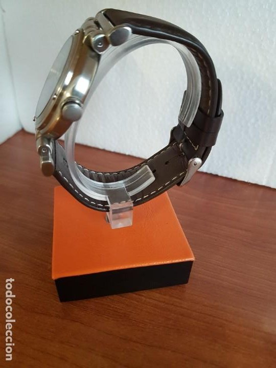 Relojes - Guess: Reloj caballero Guess de acero maquina de cuarzo, corona de rosca, correa de cuero marrón nueva - Foto 7 - 190860391