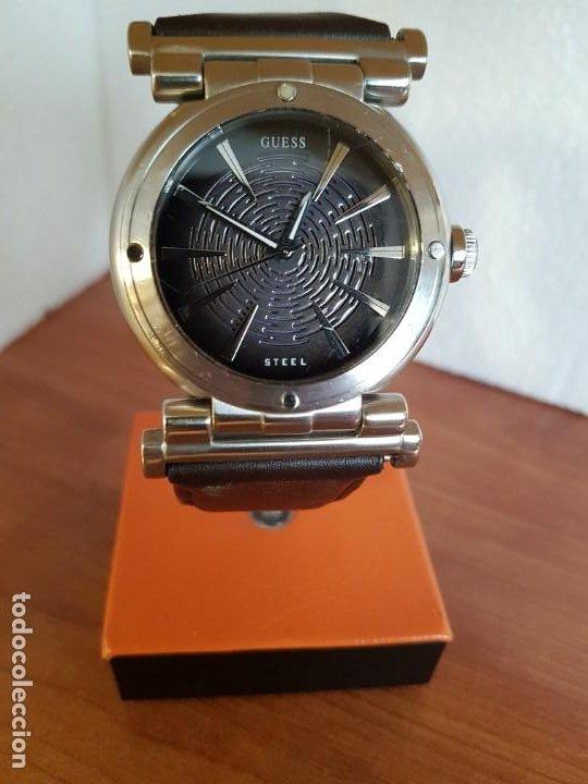 Relojes - Guess: Reloj caballero Guess de acero maquina de cuarzo, corona de rosca, correa de cuero marrón nueva - Foto 8 - 190860391