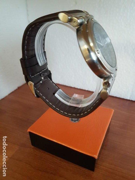 Relojes - Guess: Reloj caballero Guess de acero maquina de cuarzo, corona de rosca, correa de cuero marrón nueva - Foto 9 - 190860391