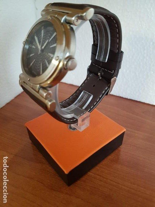 Relojes - Guess: Reloj caballero Guess de acero maquina de cuarzo, corona de rosca, correa de cuero marrón nueva - Foto 11 - 190860391