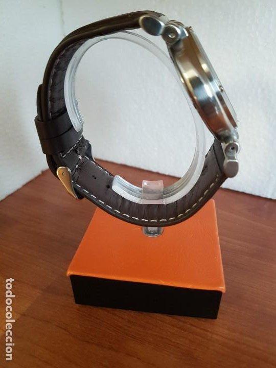 Relojes - Guess: Reloj caballero Guess de acero maquina de cuarzo, corona de rosca, correa de cuero marrón nueva - Foto 12 - 190860391