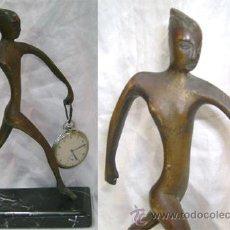 Herramientas de relojes: ANTIGUO SOPORTE PARA RELOJ DE BOLSILLO FIGURA ART DECO DE BRONCE MUJER DESNUDA CON BASE MARMOL. Lote 27385963