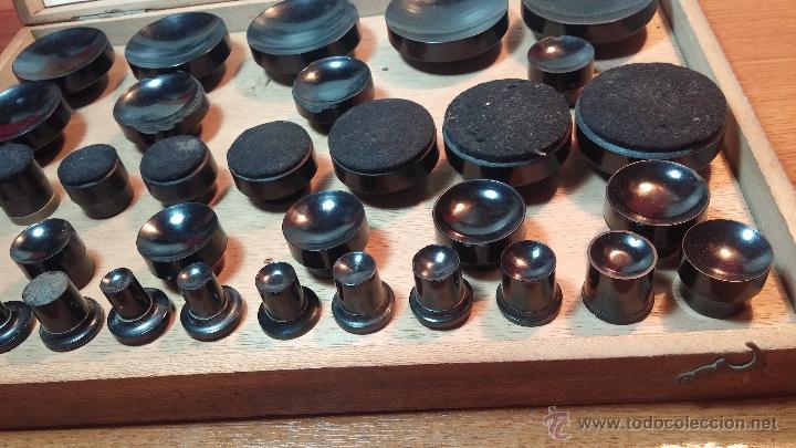 Herramientas de relojes: Juego de tases y prensa antiguos para poner tapaderas a los relojes - Foto 2 - 53390835