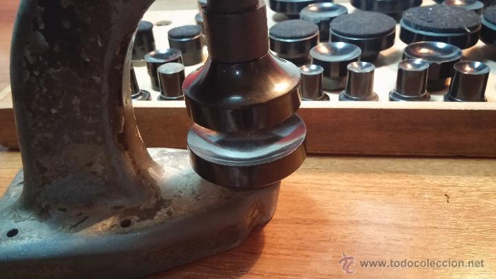 Herramientas de relojes: Juego de tases y prensa antiguos para poner tapaderas a los relojes - Foto 6 - 53390835