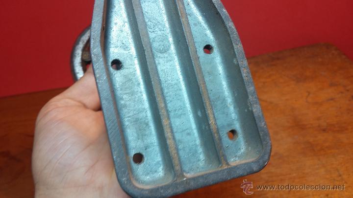 Herramientas de relojes: Juego de tases y prensa antiguos para poner tapaderas a los relojes - Foto 15 - 53390835