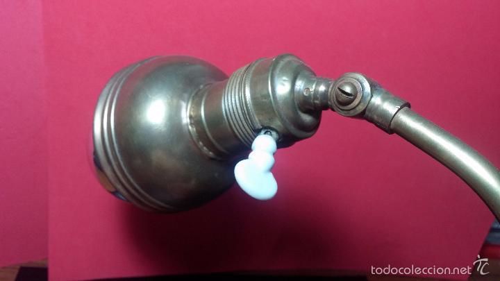 Herramientas de relojes: Antigua lámpara de trabajo de relojería en metal bronce y con partes de cerámica - Foto 18 - 56512868