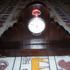 Herramientas de relojes: RELOJERA ,PORTA RELOJ DE BOLSILLO DE MADERA. Lote 121376622