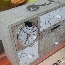 Herramientas de relojes: BOTITO MUEBLE CON GRAN RELOJ FRONTAL FUNCIONANDO, PERFECTO PARA GUARDAR RELOJES O HERRAMIENTAS. Lote 79946497