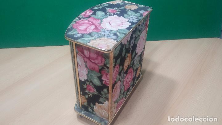 Herramientas de relojes: Botita caja vitrina expositora con luz para guardar reloj relojes o lo que se quiera - Foto 13 - 99891335