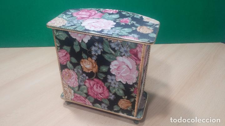 Herramientas de relojes: Botita caja vitrina expositora con luz para guardar reloj relojes o lo que se quiera - Foto 14 - 99891335