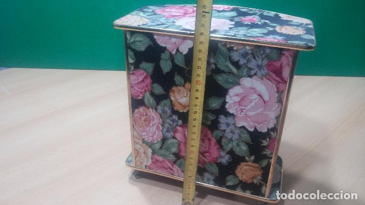 Herramientas de relojes: Botita caja vitrina expositora con luz para guardar reloj relojes o lo que se quiera - Foto 34 - 99891335