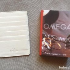 Herramientas de relojes: OMEGA OPERATING INSTRUCTIONS BOOK AND CARD HOLDER. Lote 100575247