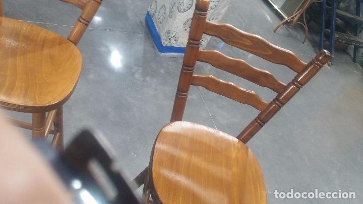 Herramientas de relojes: Dos taburetes con respaldo ideal para taller de relojero, de madera maciza en muy buen estado - Foto 22 - 101169899