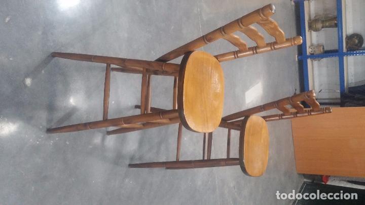 Herramientas de relojes: Dos taburetes con respaldo ideal para taller de relojero, de madera maciza en muy buen estado - Foto 27 - 101169899