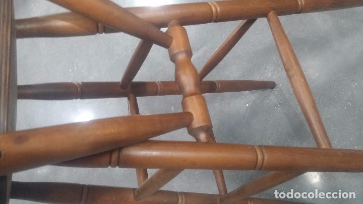 Herramientas de relojes: Dos taburetes con respaldo ideal para taller de relojero, de madera maciza en muy buen estado - Foto 46 - 101169899