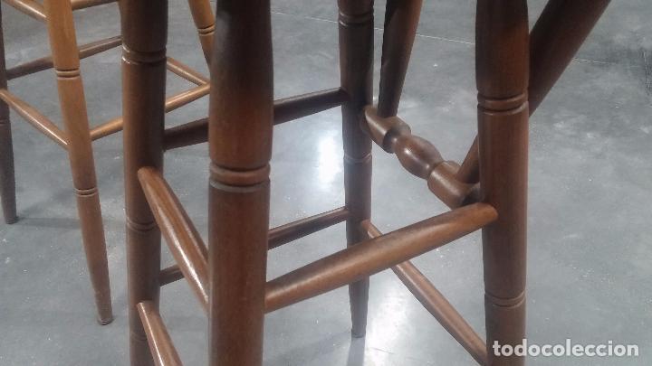 Herramientas de relojes: Dos taburetes con respaldo ideal para taller de relojero, de madera maciza en muy buen estado - Foto 51 - 101169899