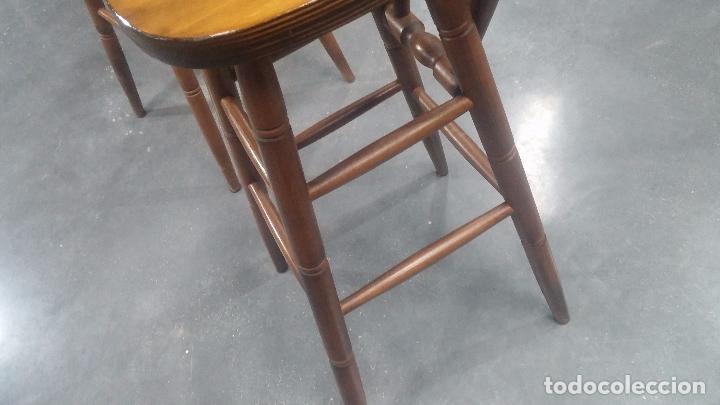 Herramientas de relojes: Dos taburetes con respaldo ideal para taller de relojero, de madera maciza en muy buen estado - Foto 52 - 101169899