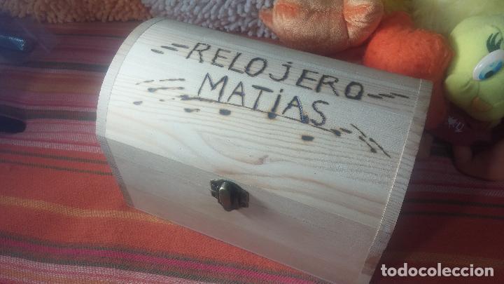 BOTITO BAULITO CON HERRAJES O HERRAMIENTAS PARA RELOJ, RELOJES, RELOJERO O RELOJERIA (Relojes - Herramientas y Útiles de Relojero )