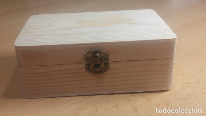 Herramientas de relojes: Botita caja de madera con más de 100 coronas de reloj y algunas fornituras para relojes de regalo - Foto 3 - 115585987
