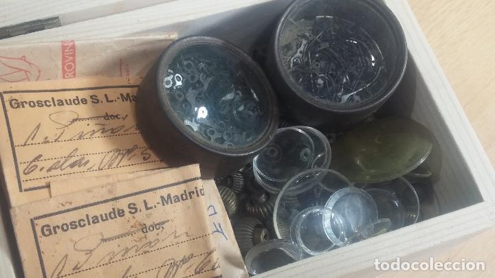 Herramientas de relojes: Botita caja de madera con más de 100 coronas de reloj y algunas fornituras para relojes de regalo - Foto 11 - 115585987