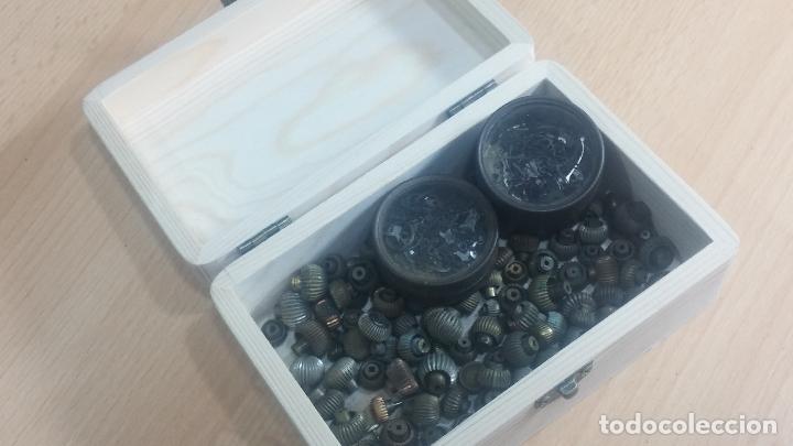 Herramientas de relojes: Botita caja de madera con más de 100 coronas de reloj y algunas fornituras para relojes de regalo - Foto 14 - 115585987