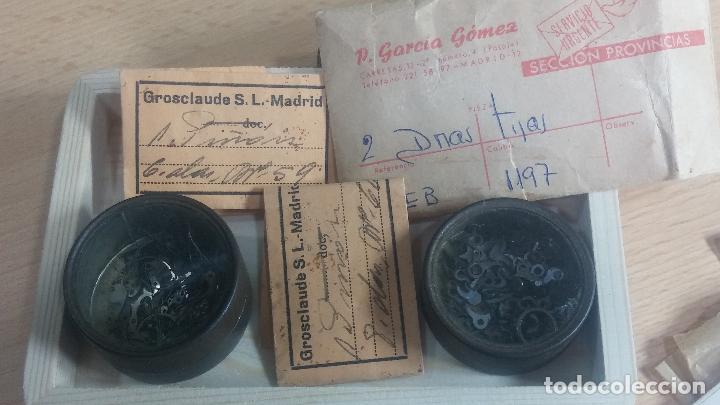 Herramientas de relojes: Botita caja de madera con más de 100 coronas de reloj y algunas fornituras para relojes de regalo - Foto 28 - 115585987