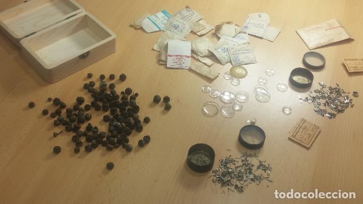 Herramientas de relojes: Botita caja de madera con más de 100 coronas de reloj y algunas fornituras para relojes de regalo - Foto 48 - 115585987