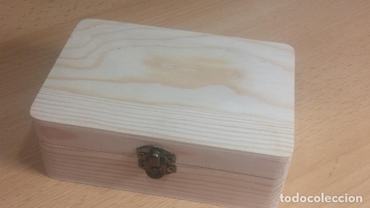 Herramientas de relojes: Botita caja de madera con más de 100 coronas de reloj y algunas fornituras para relojes de regalo - Foto 58 - 115585987