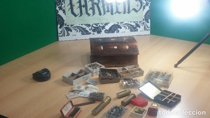 Herramientas de relojes: Botita caja relojera con gran cantidad de artículos para relojes antiguos - Foto 28 - 115590259