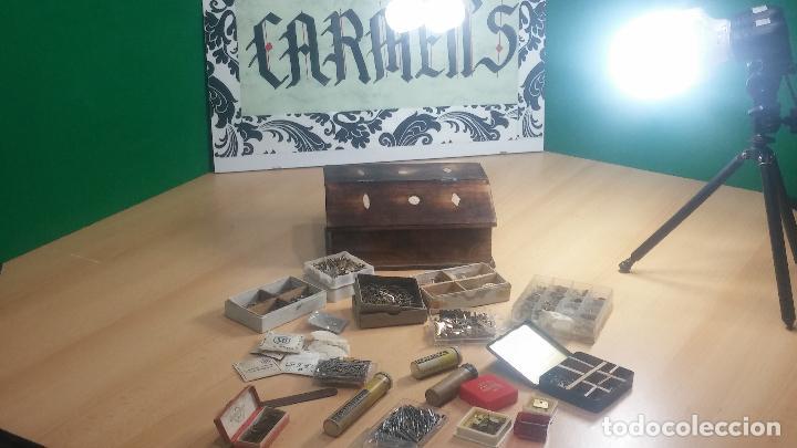 Herramientas de relojes: Botita caja relojera con gran cantidad de artículos para relojes antiguos - Foto 27 - 115590259