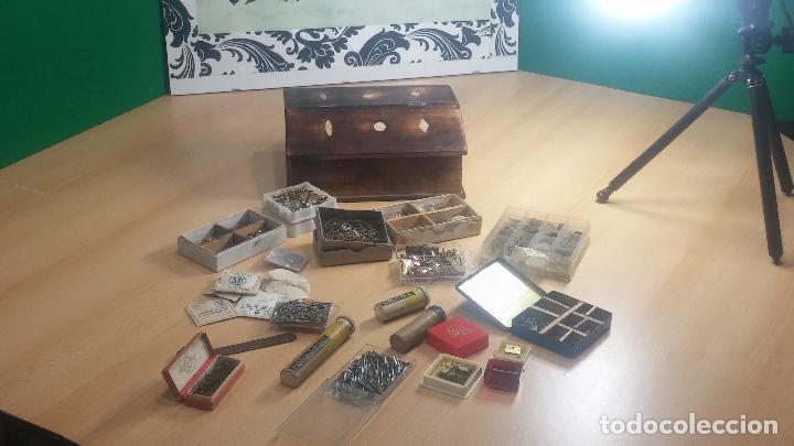 Herramientas de relojes: Botita caja relojera con gran cantidad de artículos para relojes antiguos - Foto 26 - 115590259