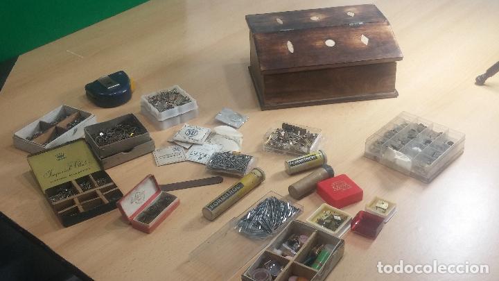 Herramientas de relojes: Botita caja relojera con gran cantidad de artículos para relojes antiguos - Foto 24 - 115590259