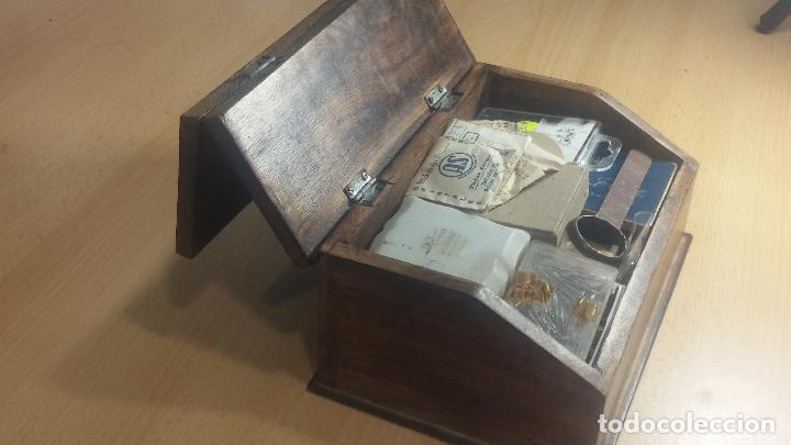 Herramientas de relojes: Botita caja relojera con gran cantidad de artículos para relojes antiguos - Foto 23 - 115590259