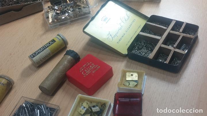 Herramientas de relojes: Botita caja relojera con gran cantidad de artículos para relojes antiguos - Foto 35 - 115590259