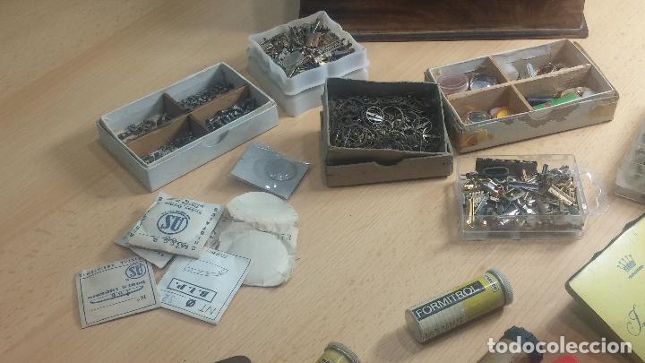Herramientas de relojes: Botita caja relojera con gran cantidad de artículos para relojes antiguos - Foto 39 - 115590259