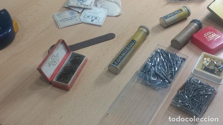 Herramientas de relojes: Botita caja relojera con gran cantidad de artículos para relojes antiguos - Foto 40 - 115590259