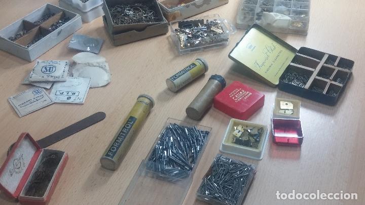 Herramientas de relojes: Botita caja relojera con gran cantidad de artículos para relojes antiguos - Foto 41 - 115590259