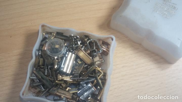 Herramientas de relojes: Botita caja relojera con gran cantidad de artículos para relojes antiguos - Foto 48 - 115590259