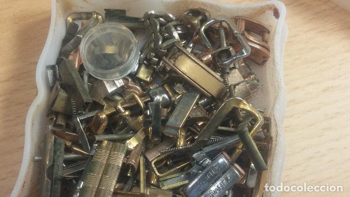 Herramientas de relojes: Botita caja relojera con gran cantidad de artículos para relojes antiguos - Foto 49 - 115590259