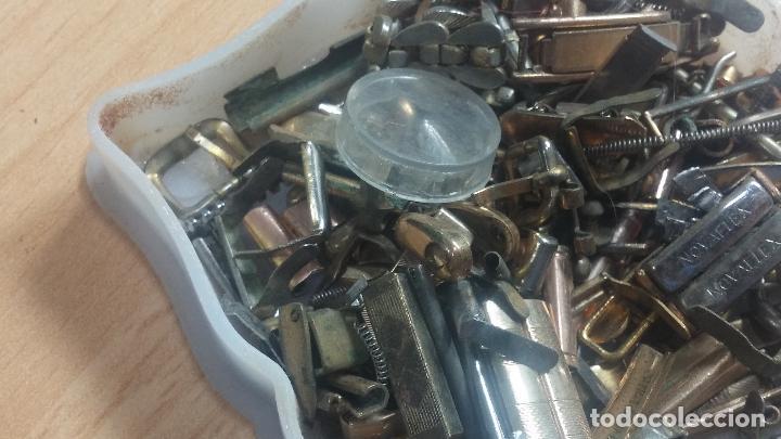 Herramientas de relojes: Botita caja relojera con gran cantidad de artículos para relojes antiguos - Foto 50 - 115590259
