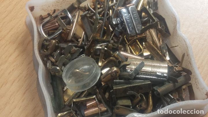 Herramientas de relojes: Botita caja relojera con gran cantidad de artículos para relojes antiguos - Foto 51 - 115590259