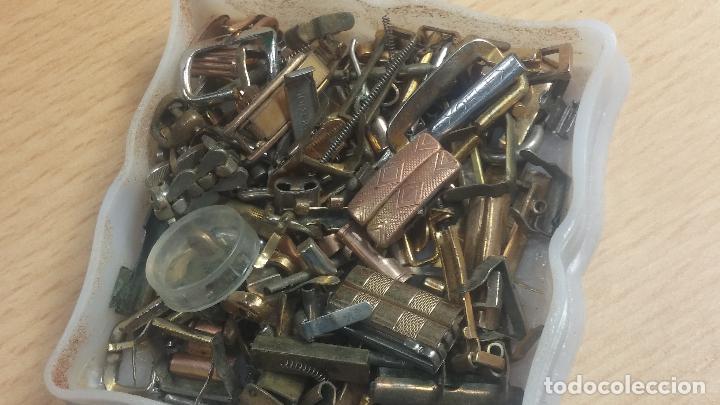 Herramientas de relojes: Botita caja relojera con gran cantidad de artículos para relojes antiguos - Foto 54 - 115590259