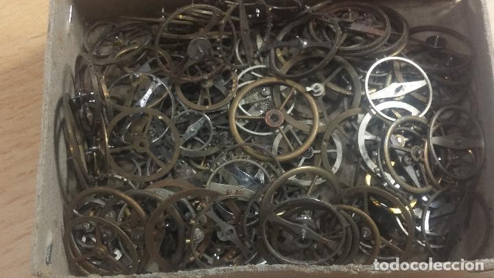 Herramientas de relojes: Botita caja relojera con gran cantidad de artículos para relojes antiguos - Foto 56 - 115590259