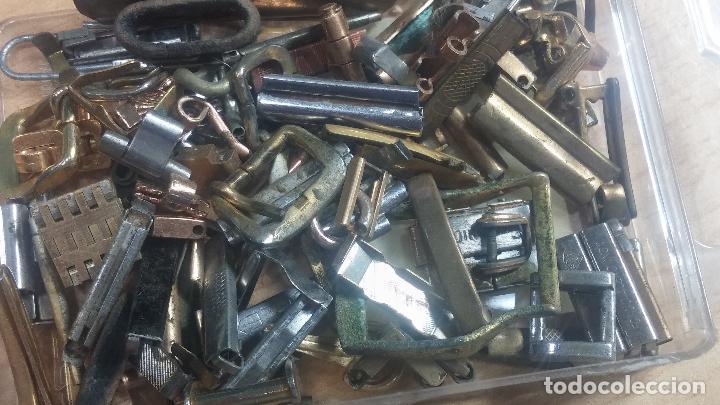 Herramientas de relojes: Botita caja relojera con gran cantidad de artículos para relojes antiguos - Foto 62 - 115590259