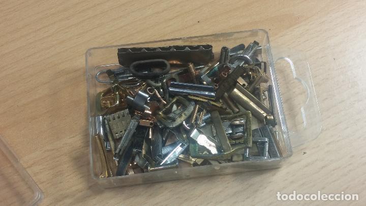 Herramientas de relojes: Botita caja relojera con gran cantidad de artículos para relojes antiguos - Foto 64 - 115590259