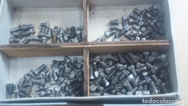 Herramientas de relojes: Botita caja relojera con gran cantidad de artículos para relojes antiguos - Foto 66 - 115590259