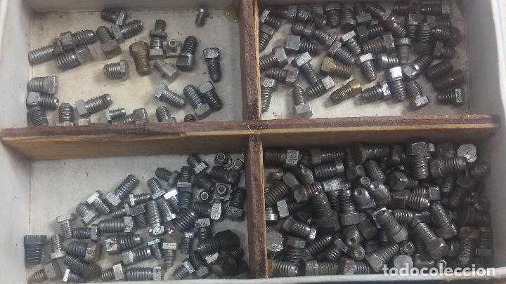 Herramientas de relojes: Botita caja relojera con gran cantidad de artículos para relojes antiguos - Foto 67 - 115590259